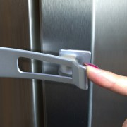 Šaldytuvo durelių apsauga nuo atidarymo